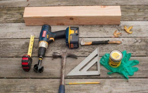 На фото — все инструменты, необходимые для создания длинного подсвечника