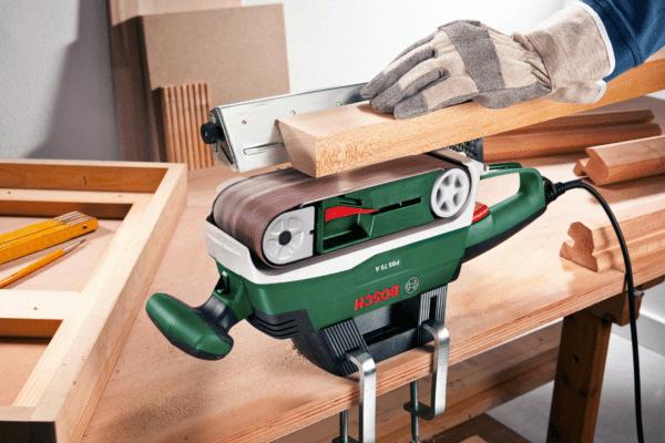 На ленточной шлифовальной машине поверхности можно не только шлифовать, но и стачивать.