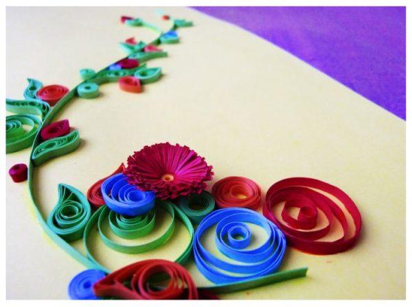 Начинать знакомство с квиллингом лучше всего с цветов