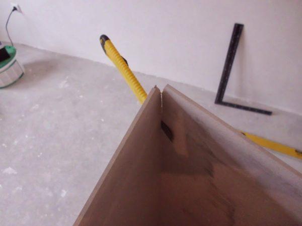 Надрезанный на четверть толщины лист сломается точно вдоль линии надреза.