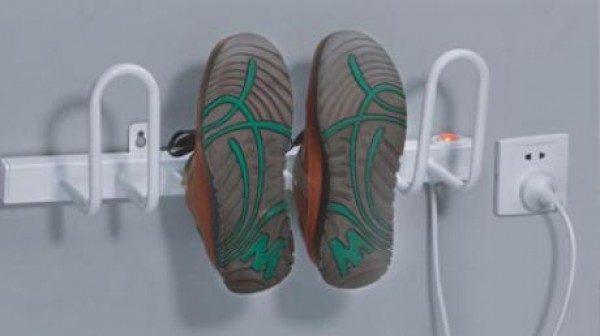 Нагревательные элементы отлично справляются с сушкой кроссовок, туфель или ботинок