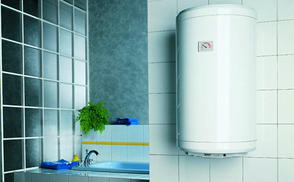 Накопительный водонагреватель внешне чаще всего напоминает собой подвешенный на стене бочонок