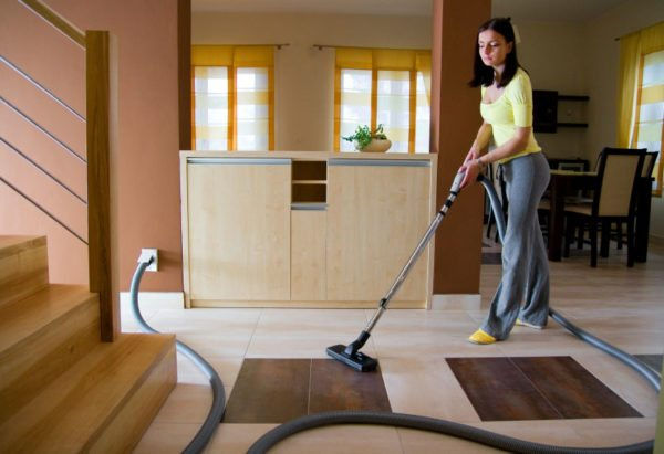 Наличие в доме встроенного пылесоса существенно облегчает жизнь домохозяйкам.