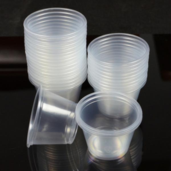Например, свечу из формы в виде пластикового стаканчика вынуть будет очень легко