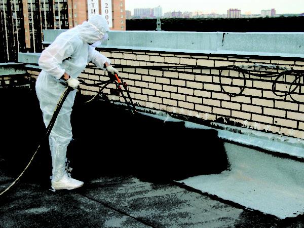 Напыление — самый надежный способ гидроизоляции крыши жидкой резиной