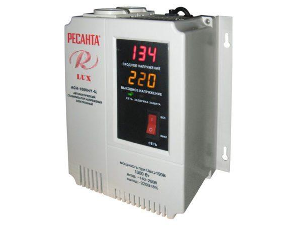 Настенный стабилизатор напряжения: в розетке всегда 220.