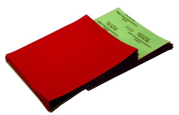 Наждачная бумага позволяет быстро и качественно выровнять поверхность полиуретана