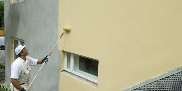 Некоторые виды фасадных красок можно использовать для покраски стен