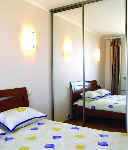 неправильное размещение зеркала и кровати