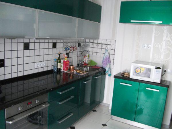 Несмотря на относительно небольшую площадь, кухня очень часто выбивается в лидеры по количеству электроприборов
