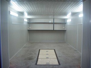 Облицовка стен и потолка гаража пластиковыми панелями