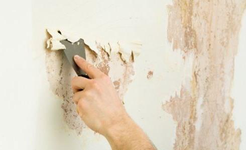 Очистка старой краски со стены