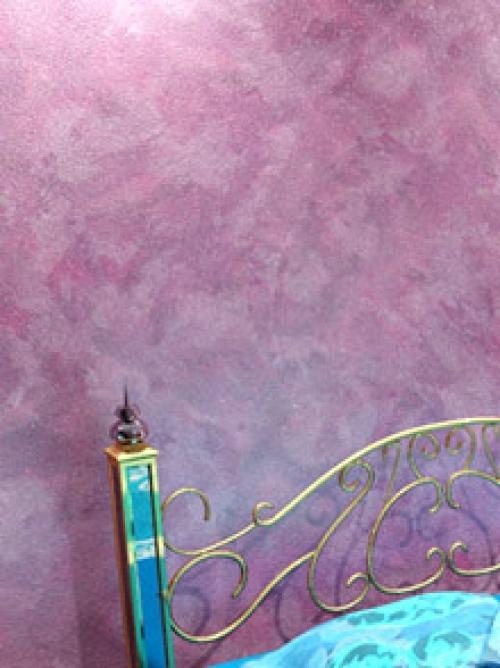 Один из вариантов декоративной окраски стен