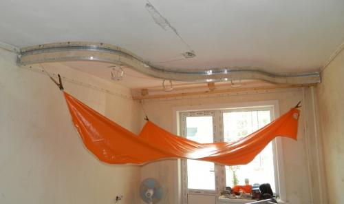 Оригинальное дизайнерское решение для многоуровневого потолка.