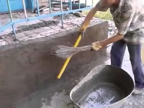 Оштукатуривание с помощью веника