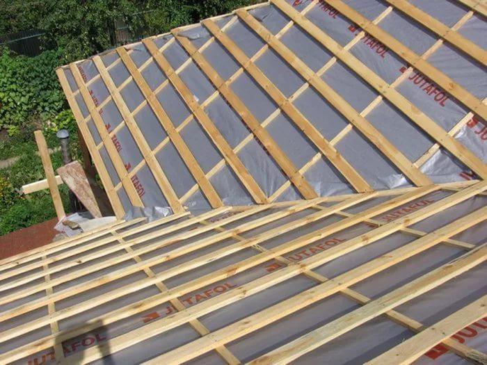 От выбора гидроизоляционного материала зависит долговечность всей крыши