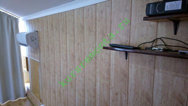 Отделка моей мансарды: панели из МДФ наклеены на фанерные стены точечно нанесенным силиконовым герметиком.
