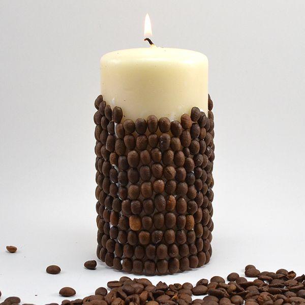 Отделка свечки кофейными зёрнами может потребовать использования дополнительного материала в виде клея