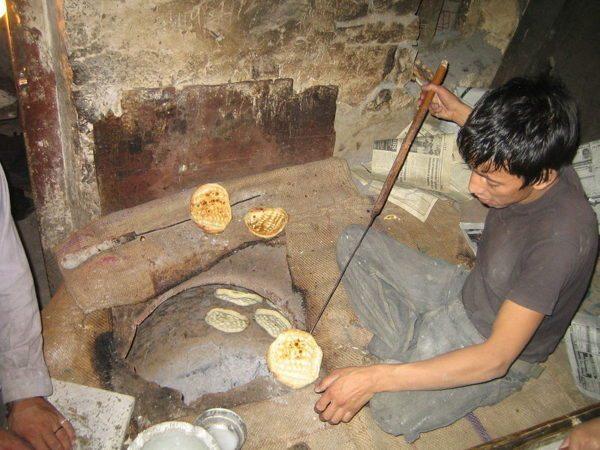 Печь в полу обеспечивает дом вкусным хлебом и теплом.