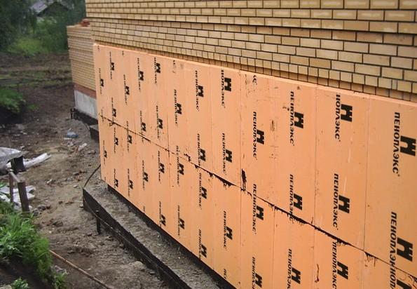 «Пеноплэкс» на стенках фундамента.