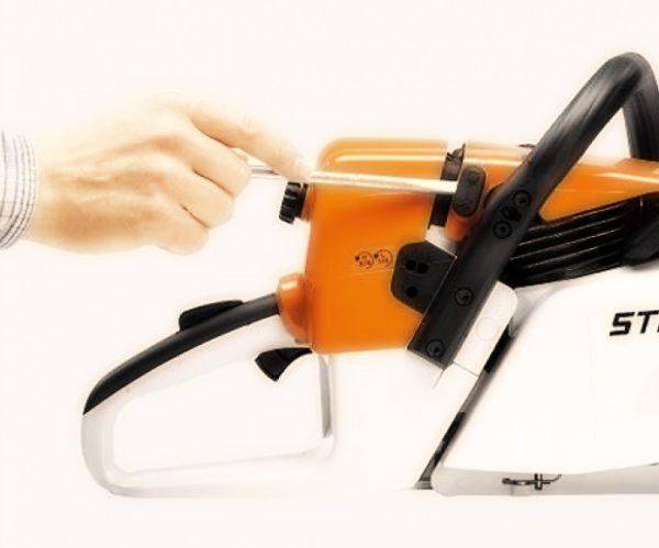Переключение режимов работы инструмента с зимнего на летний и наоборот осуществляется лёгким поворотом отвёртки