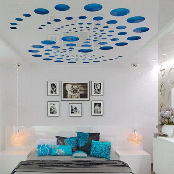 Перфорированный потолок смотрится современно и необычно