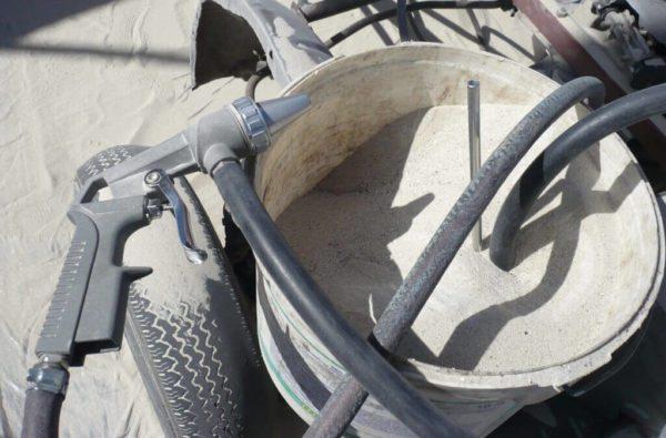 Песок в воздушных установках должен быть сухим, иначе он будет забивать сопло