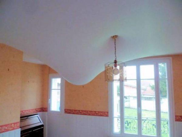Пленка защитит спальню от затопления