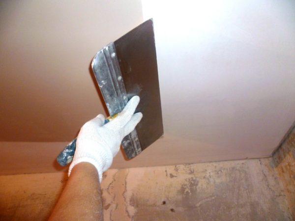 Подготовка поверхности к покраске является достаточно сложной и трудоемкой работой