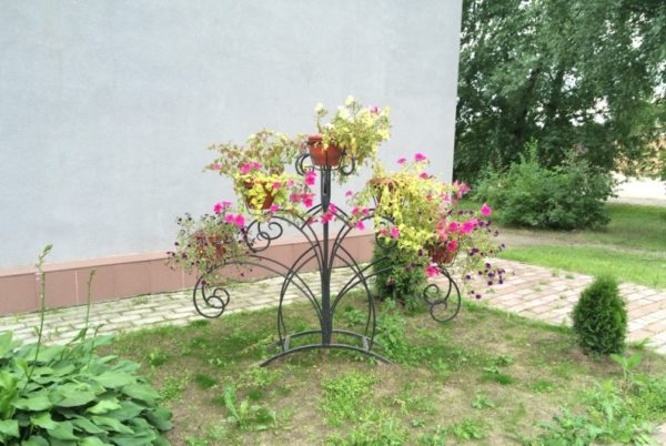 Подставки для уличных цветов должны быть качественно окрашены