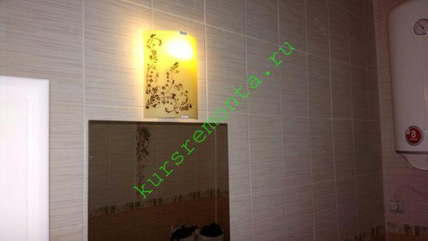 Подсветка в ванной комнате над зеркалом.