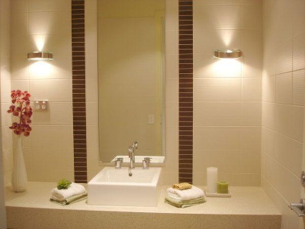 Подсветка зеркала над умывальником — прежде всего практичное решение