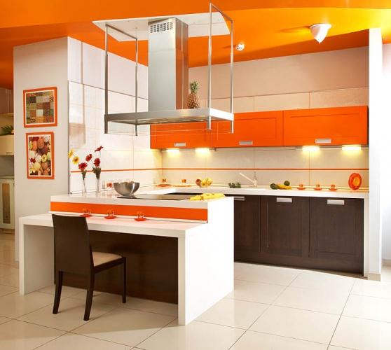 Пол и потолок выполнены в разных цветах