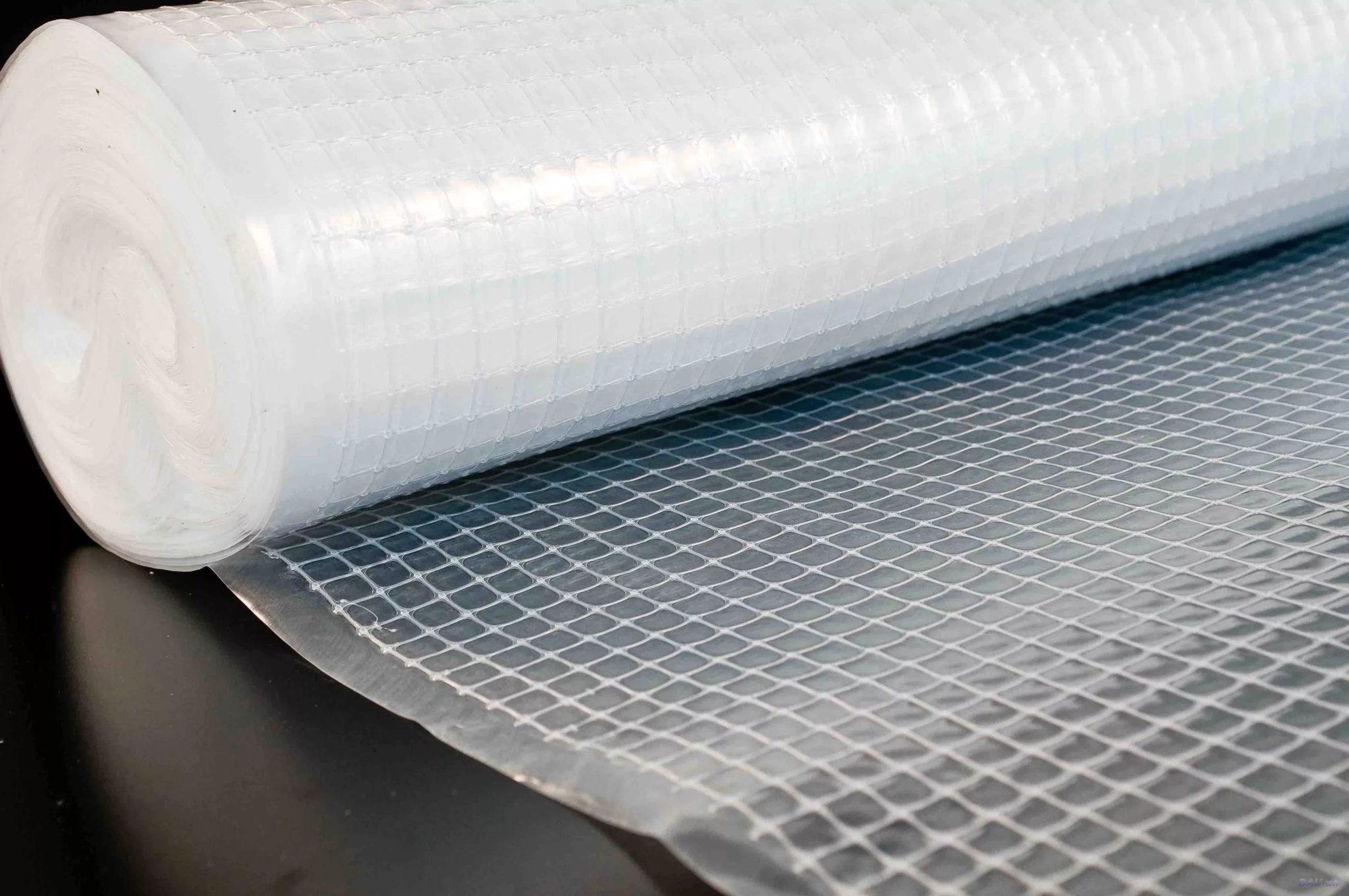 Полиэтиленовая пленка — самый дешевый кровельный гидроизоляционный материал