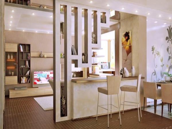 Полка между кухней и залом — это не только удобно, но и оригинально, особенно если конструкция сделана по индивидуальному проекту