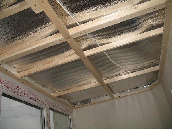 Потолочная деревянная обрешетка.