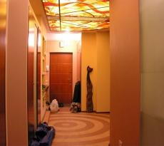 Потолок с подсветкой.