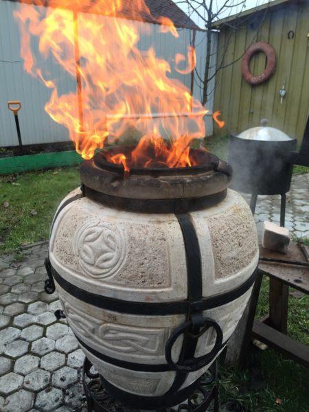 При большом объеме закладки горящие дрова будут греть не стенки печи, а окружающий воздух.