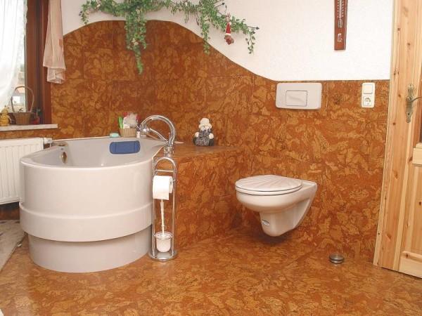 При монтаже в санузлах или других влажных помещениях стоит использовать только материалы с защитным покрытием