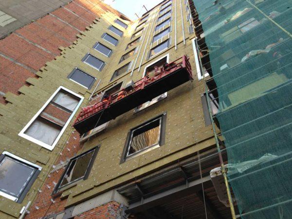 При обустройстве фасада вентилируемого типа очень важны паропроницаемые способности используемого утеплителя