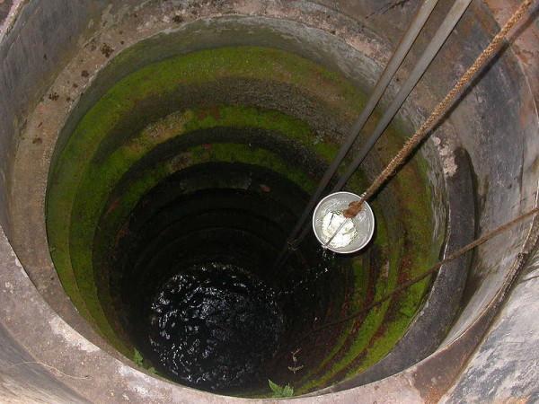 При отключении электроэнергии воду можно поднимать вручную