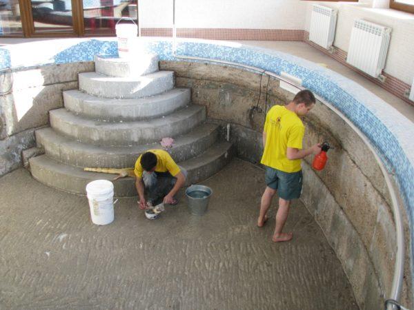 При подготовке конструкции к обработке влагозащитными материалами основное внимание нужно уделить состоянию бетона