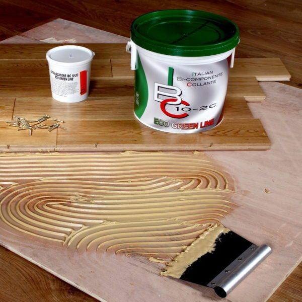 Приклеивание — это надежный способ фиксации деревянных планок.