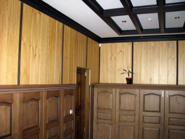 Пример использования деревянного плинтуса в интерьере