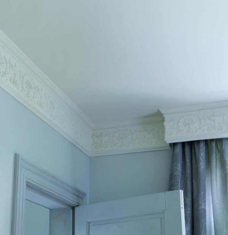 потолки с широкими плинтусами фото двадцати метрах благоустроенного
