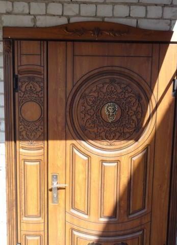 Пример металлической входной двери, облагороженной МДФ накладками