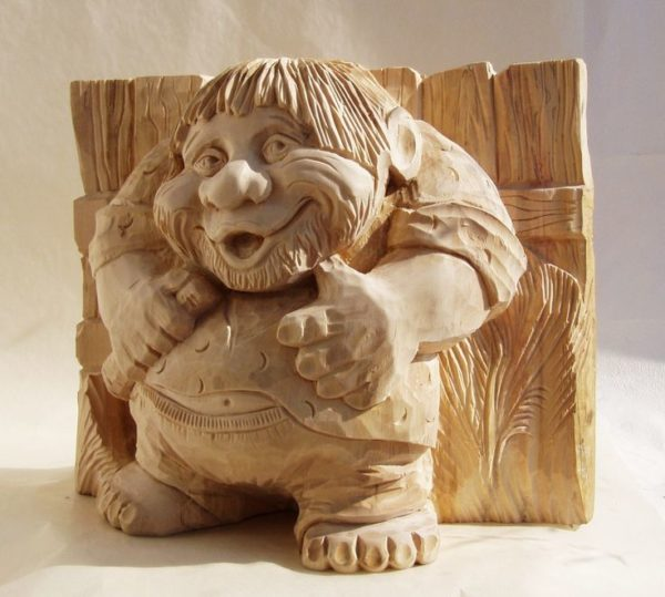 Пример несложной деревянной скульптуры