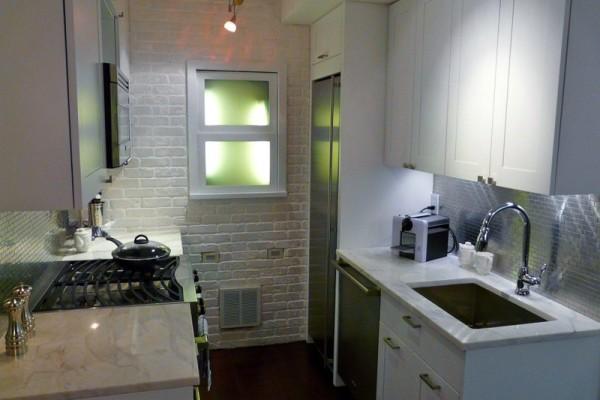 Пример обустройства маленькой кухни за рубежом