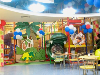 Пример оформления детской площадки, совмещенной с детским кафе