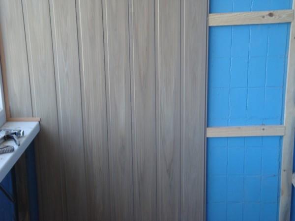Пример того, как выполняется отделка балкона вагонкой своими руками